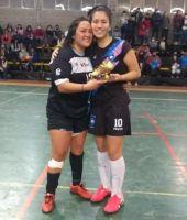 Futsal femenino: Se llevó el trofeo de goleadora, pero se lo regaló a su rival