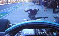 Video impactante: Hamilton no frenó a tiempo y atropelló a un mecánico