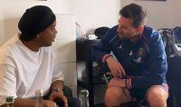 Sonríe la pelota: El reencuentro íntimo entre Leo Messi y Ronaldinho en París