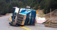 Volcó un camión de cargas cerca del paso Samoré y complicó el tránsito