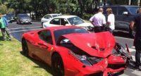 Video: compró una Ferrari y la chocó cuando la estaba probando