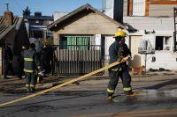 Susto por el incendio de un galpón atrás de una vivienda