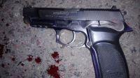 Una mujer policía murió de un disparo en la vagina y su pareja quedó detenida