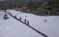 La escasez de nieve generó cancelaciones solo del público esquiador